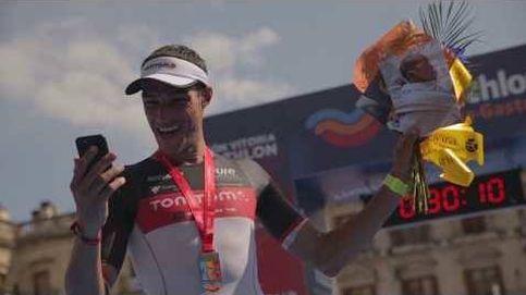 Este triatleta se lleva una sorpresa al llegar a meta