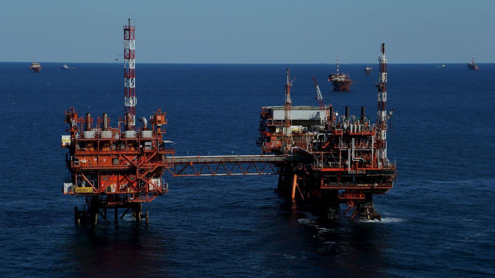 Foto: Una plataforma de petróleo en el mar Adriático. (Reuters)