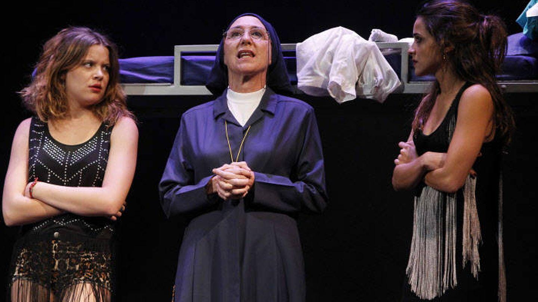 Gracia Olano, Macarena García y Andrea Ros durante la representación de 'La llamada'. (Gtres)