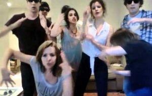 Los jóvenes actores españoles imitan a Bieber
