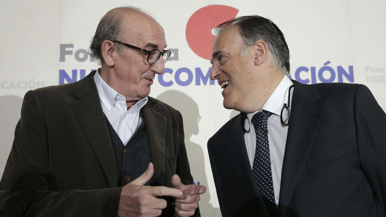 El socio de Mediapro, Jaume Roures, y el Presidente de la Liga de Fútbol Profesional, Javier Tebas. (EFE)