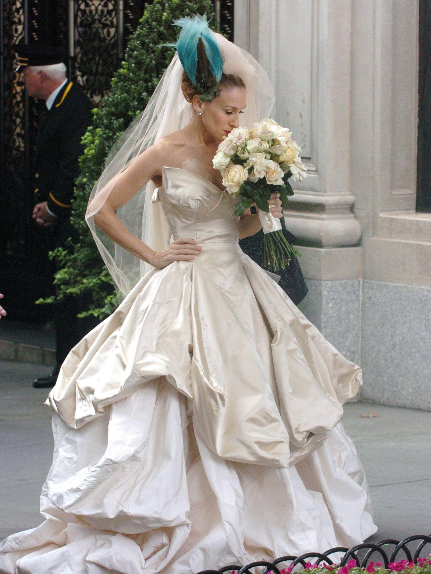 Sarah Jessica Parker, vestida de Vivienne Westwood en el rodaje de 'Sexo en Nueva York'. (Getty)