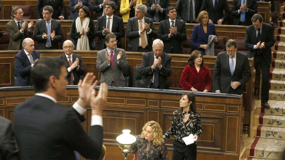 Foto: Pedro Sánchez y Mariano Rajoy, en la constitución de la Cámara baja. (EFE)
