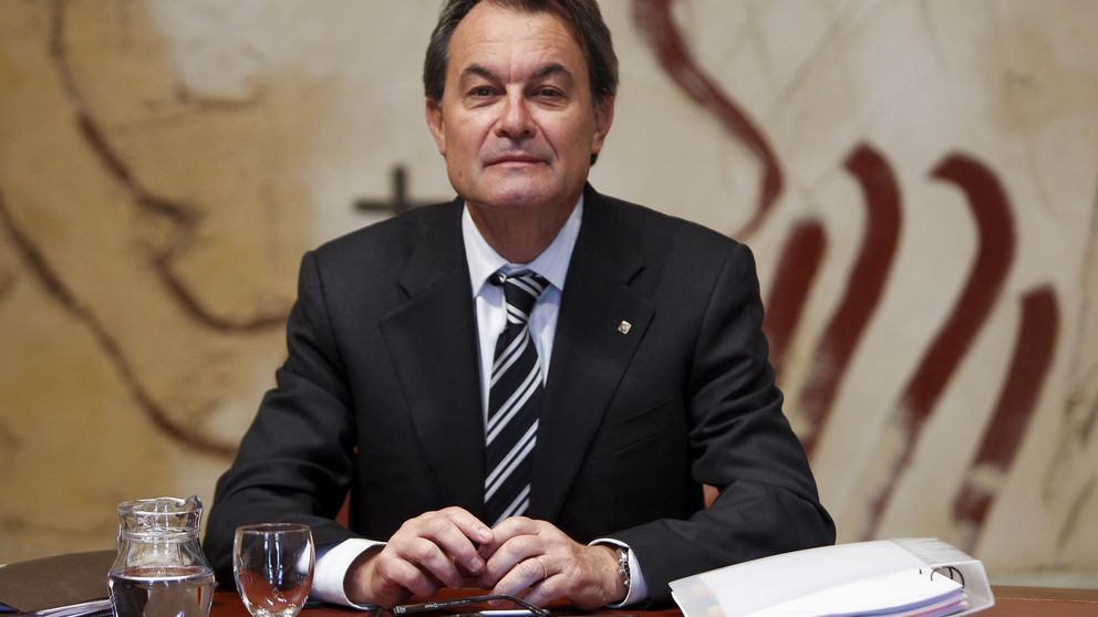Mas gasta 300.000 euros en becarios para las 'embajadas' catalanas