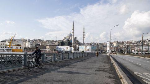 Veinte muertos en Turquía por beber alcohol adulterado para protegerse del coronavirus