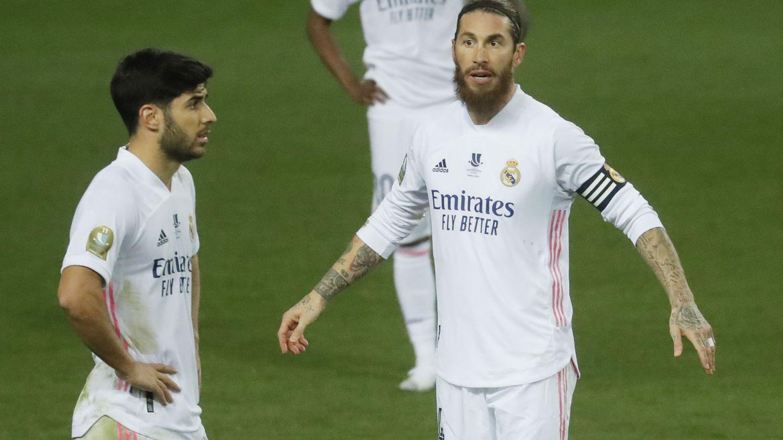 Sergio Ramos y Marco Asensio en el partido contra el Athletic. (Efe)