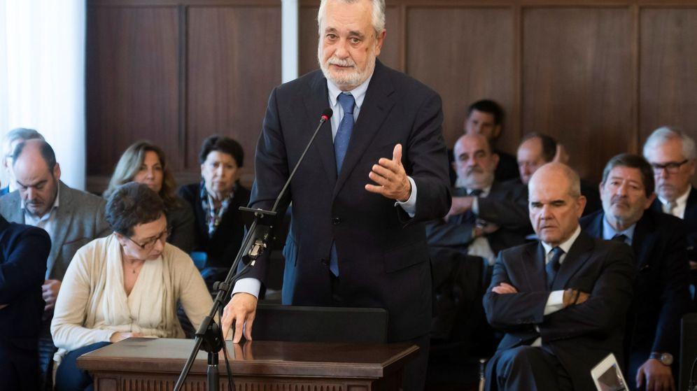 Foto: El expresidente de la Junta de Andalucía José Antonio Griñán, durante el uso de derecho a la última palabra en el juicio del caso ERE. (EFE)