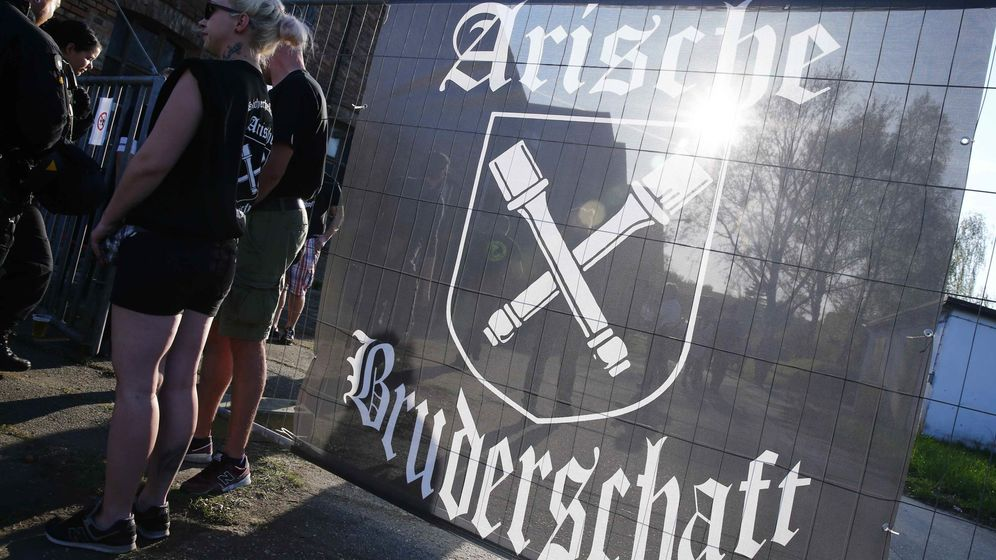 Foto: Asistentes al Festival Schwert und Schild en Ostritz (Reuters/Hannibal Hanschke)
