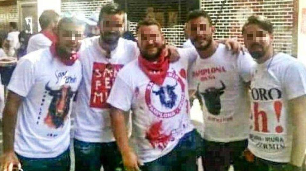 Foto: Los cinco integrantes de La Manada durante los sanfermines de 2016. (EC)