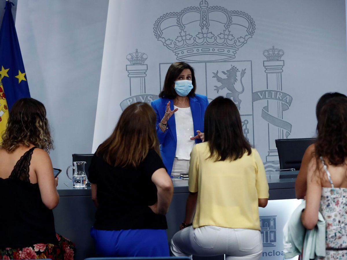 Foto: La ministra de Defensa Margarita Robles, tras la rueda de prensa de este viernes. (EFE)