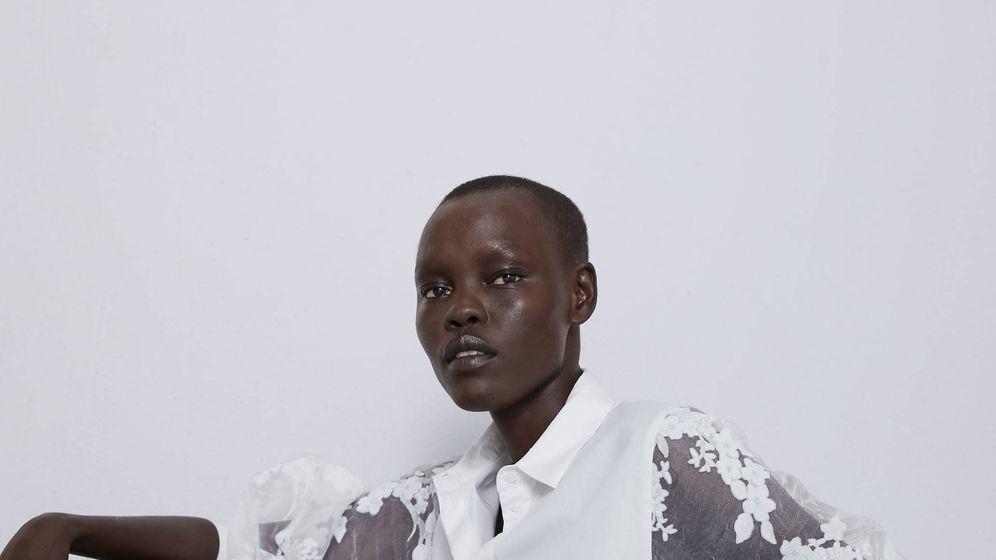 Foto: La blusa que combina con cualquier outfit es de Zara. (Cortesía)