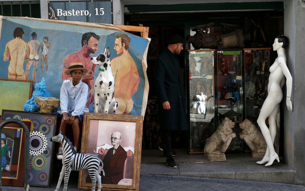 Foto: Puesto en el Rastro de Madrid. (Javier Barbancho/Reuters)