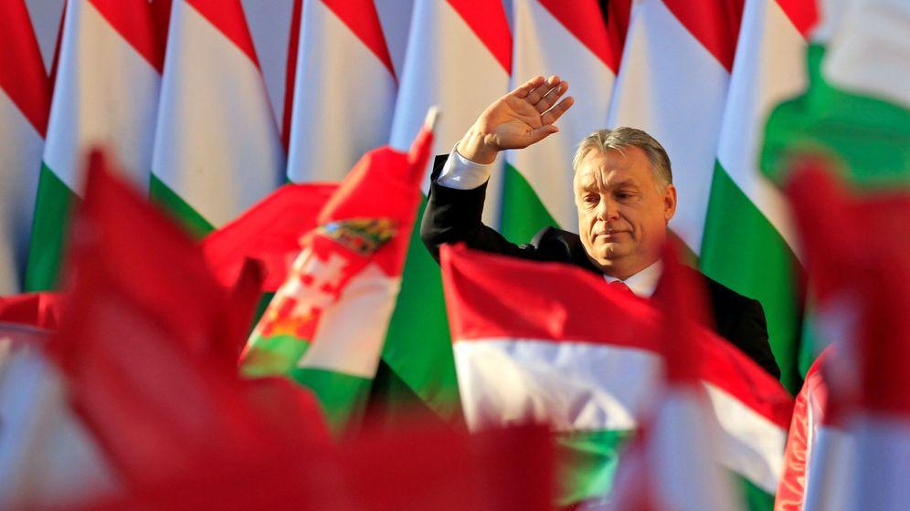 Foto: El primer ministro húngaro Viktor Orbán saluda durante el mítin de su cierre de campaña en Szekesfehervar, el 6 de abril de 2018. (Reuters)