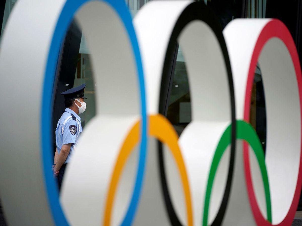 Foto: Un guardia de seguridad en las inmediaciones del Estado Olímpico tokiota. (EFE)