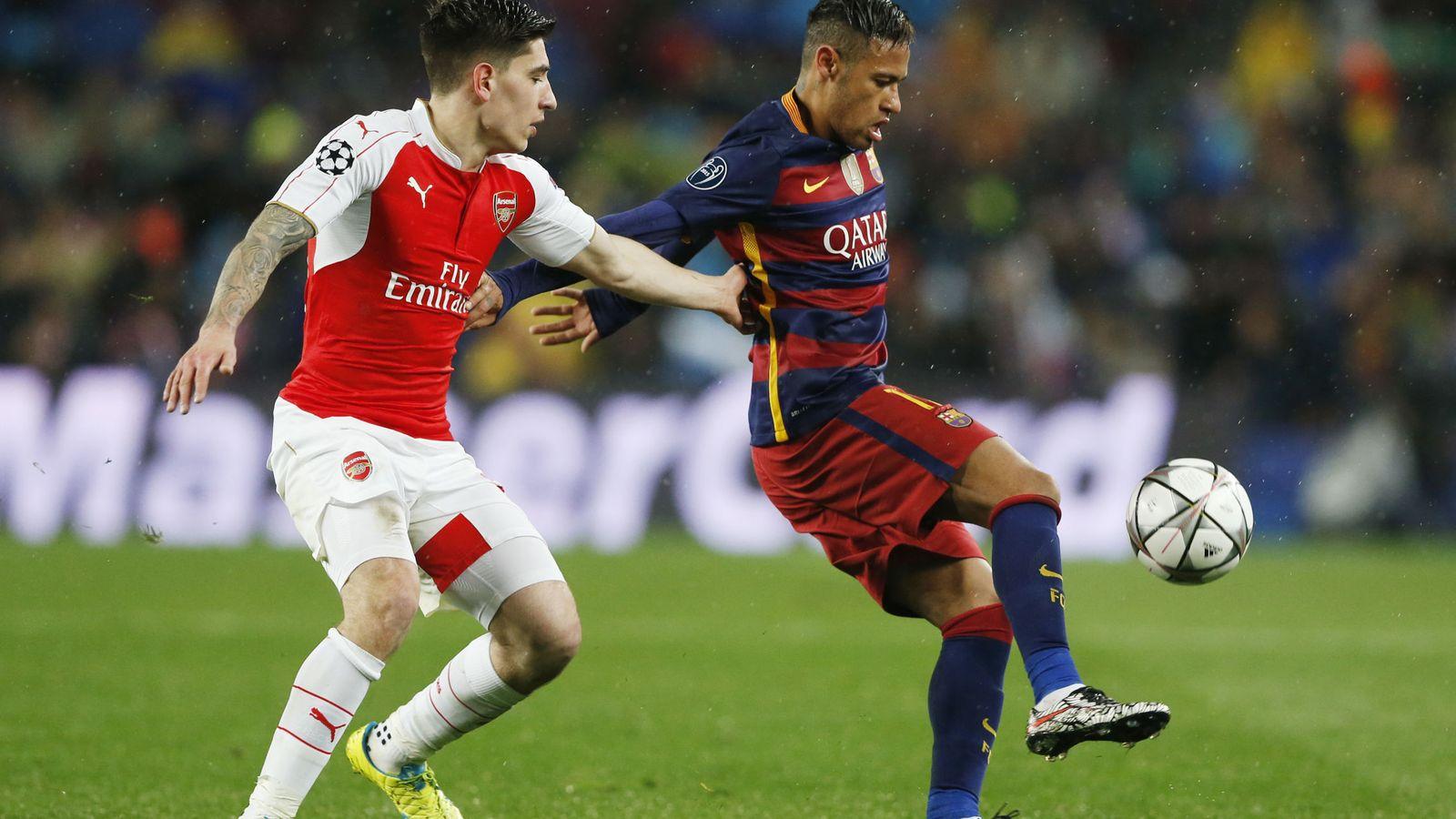 Foto: Héctor Bellerín, con Neymar, durante el Barça-Arsenal de Champions. (Reuters)