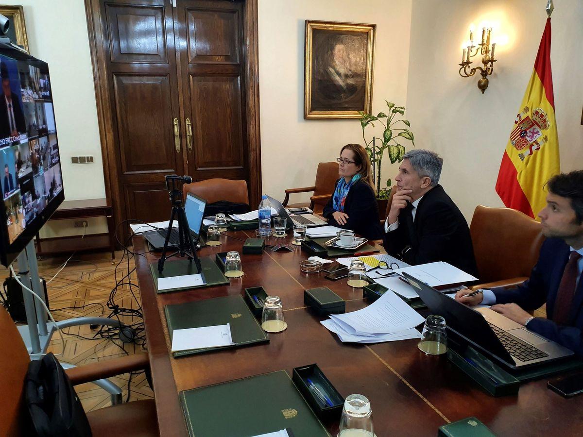 Foto: Fernando Grande-Marlaska, ministro del Interior, en la reunión por videoconferencia de los titulares de Sanidad e Interior de la UE, este lunes. (EFE)