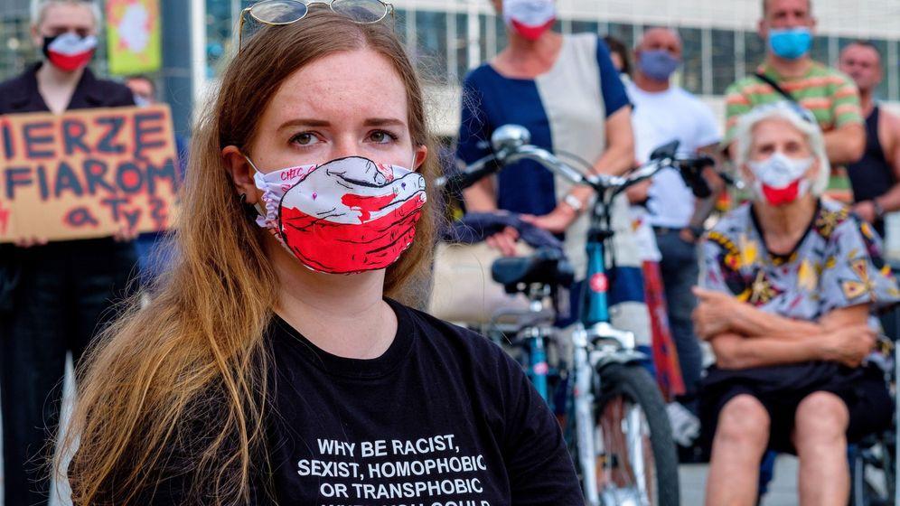 Foto: Una protesta en contra de la retirada de Polonia de la Convención de Estambul en Katowice, Polonia. (EFE)