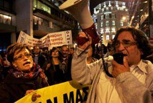 Los funcionarios griegos inician un paro de 48 horas en protesta por la situación del país