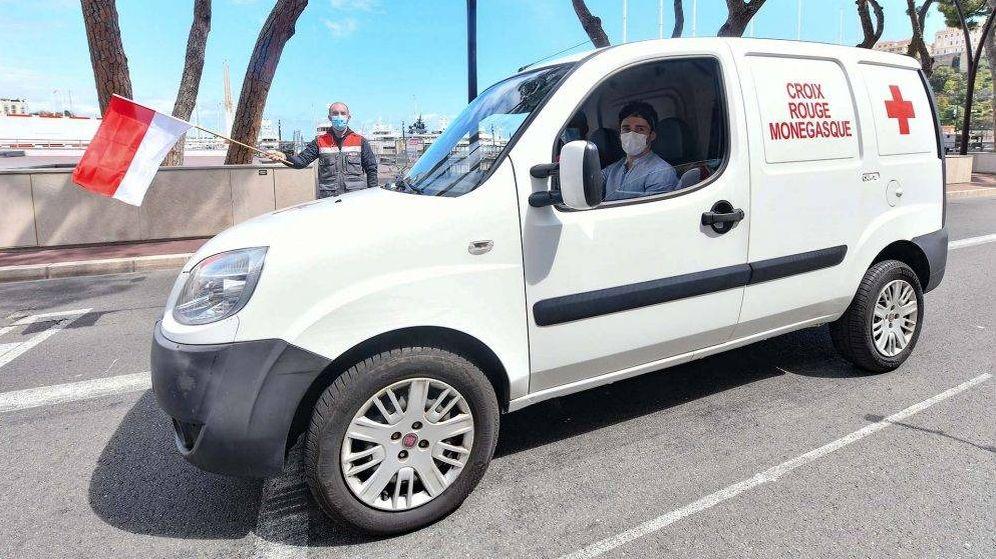 Foto: Charles Leclerc en su trabajo como voluntario en la Cruz Roja. (F1)