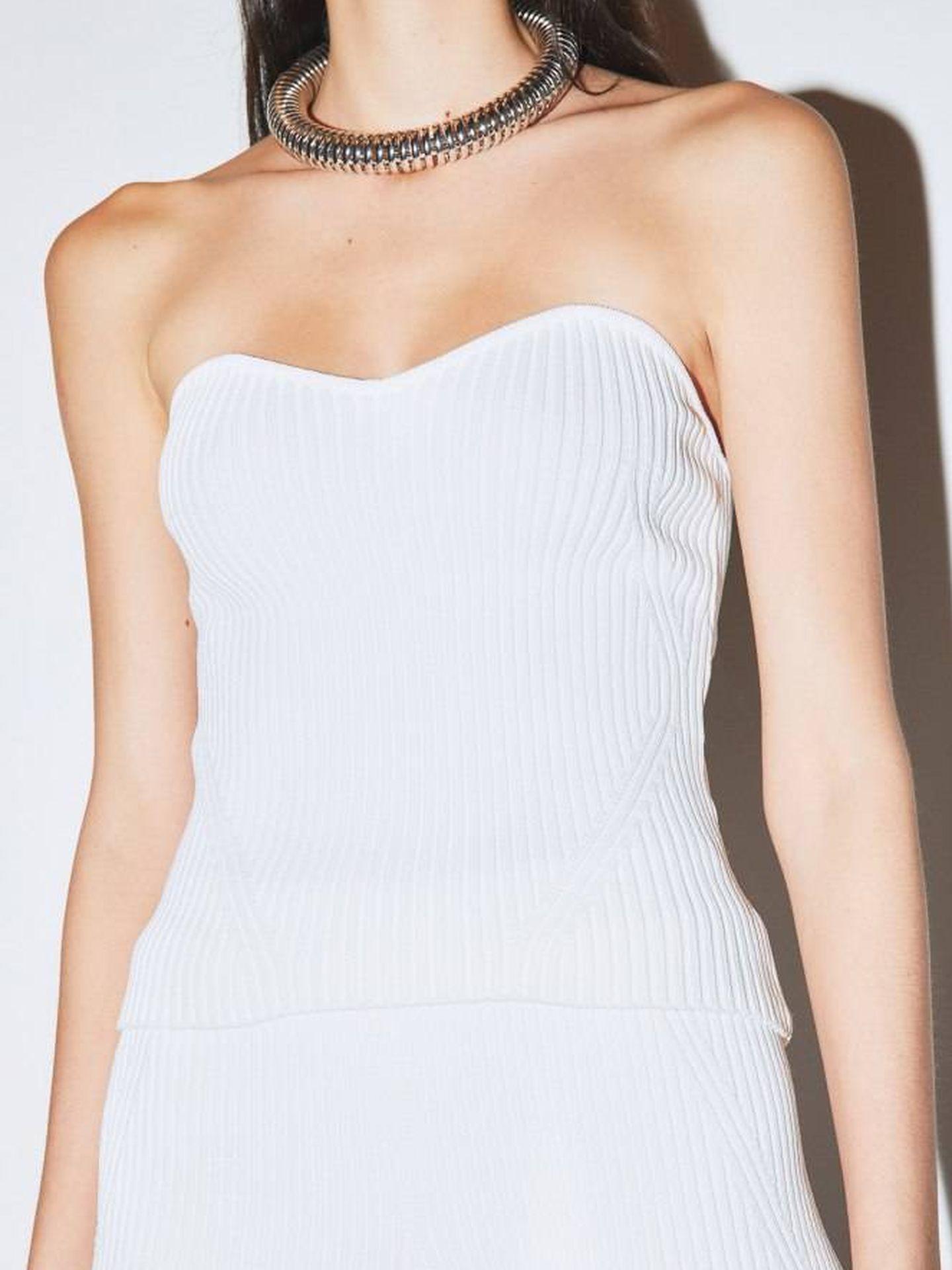 Look total white de Sfera. (Cortesía)
