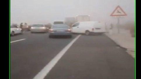 Trágico choque en cadena por la niebla y la curiosidad de los conductores