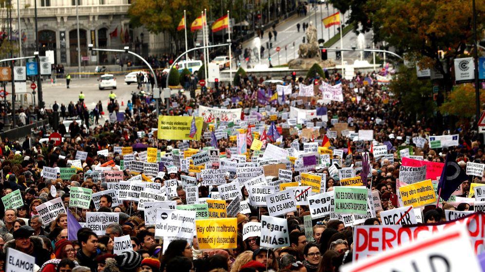 Foto: Miles de personas salen a las calles de Madrid para exigir el fin de la violencia machista y del rearme de la violencia patriarcal. (EFE)