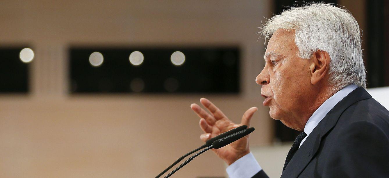 Foto: Felipe González, este 17 de noviembre durante su intervención en el foro Joly en Sevilla. (EFE)