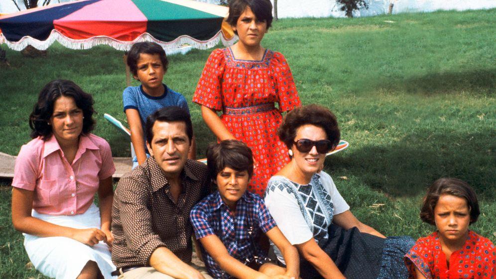 Foto: Adolfo Suárez, en familia. (Getty)