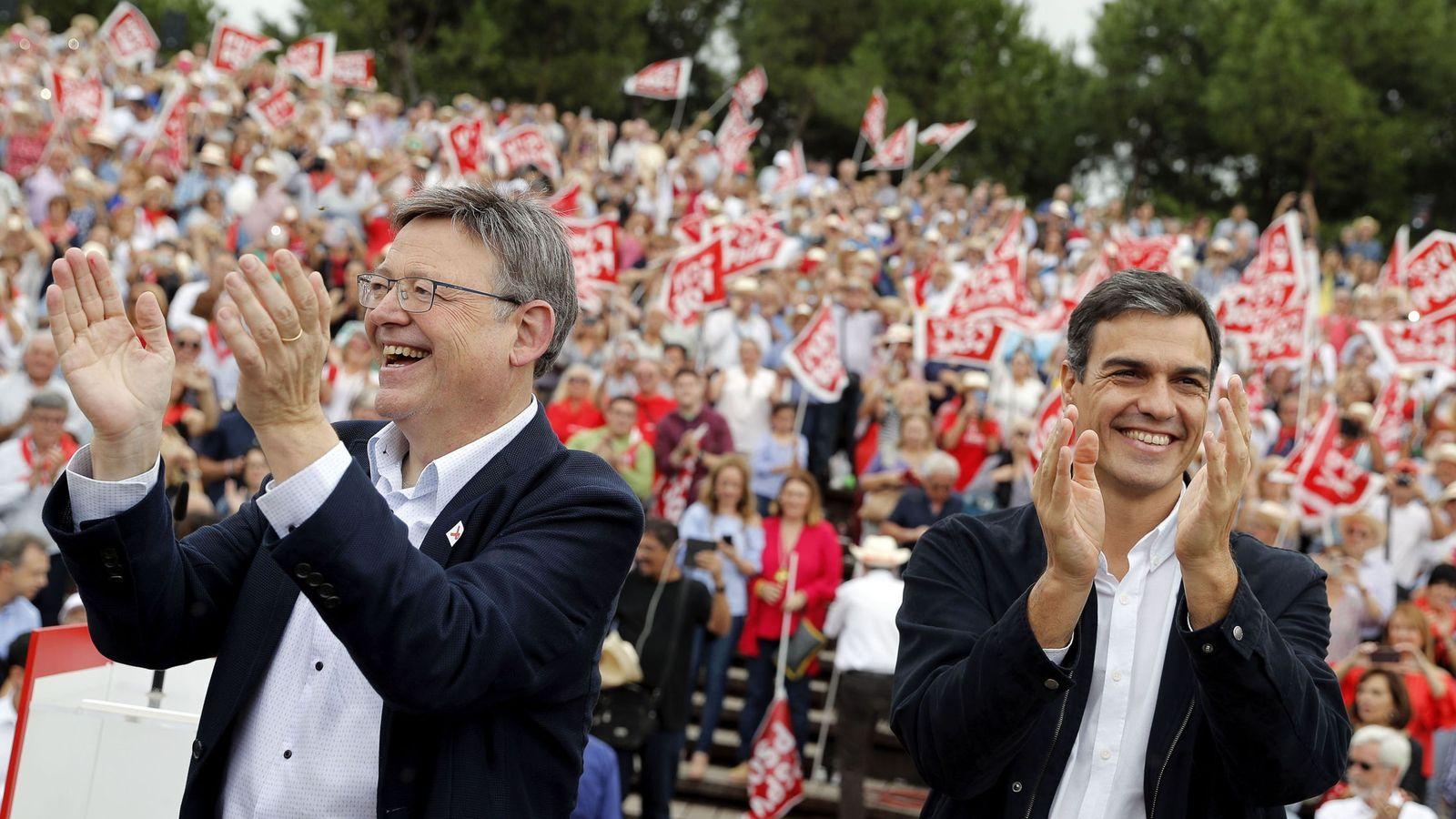 Foto: Ximo Puig y Pedro Sánchez, en un acto político en Valencia. (EFE)