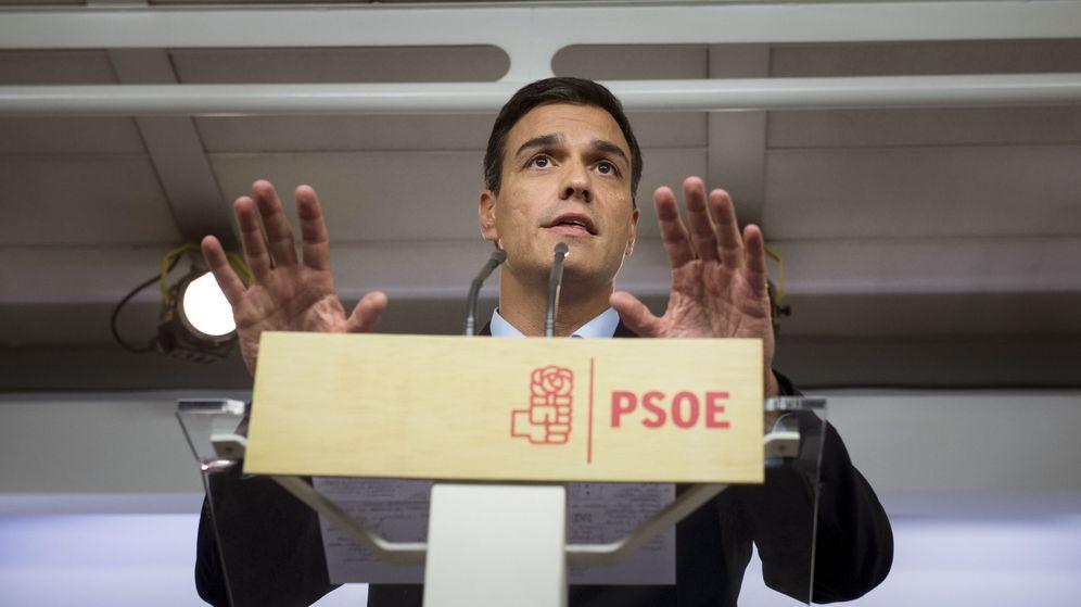 Foto: El líder del PSOE, Pedro Sánchez, durante una comparecencia en la sede de Ferraz. (Efe)