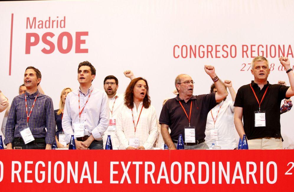 Foto: David Lucas (d), junto a Manuel Robles, Sara Hernández, Enrique Rico y Javier Rodríguez, el pasado 28 de mayo. (EFE)