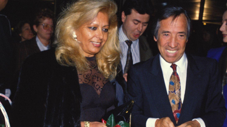 El cantante y Concha Olmedillo, el amor de su vida, durante un acto público.(Gtres)