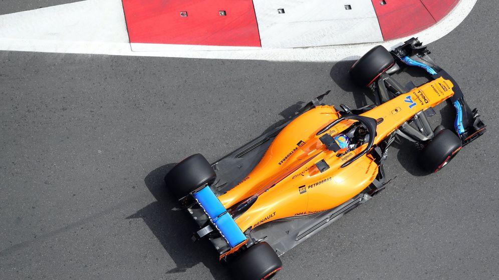 Foto: El McLaren de Fernando Alonso en el GP de Azerbayán. (EFE)