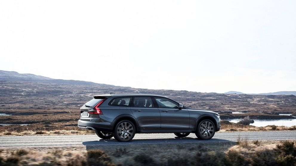 Volvo completa su gama 90 con el Cross Country