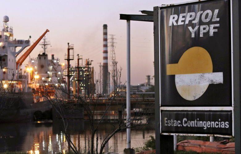 Instalaciones de la petrolera ypf, en la ciudad de avellaneda