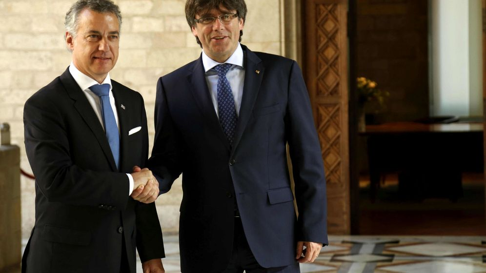 Foto: El presidente catalán, Carles Puigdemont, y el lehendakari, Iñigo Urkullu, en una imagen de archivo. (EFE)