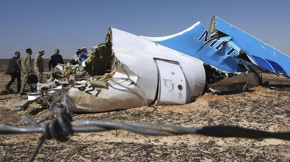 Foto: Parte del fuselaje del avión siniestrado en el Sinaí (Egipto) en el mes de octubre. (Efe)