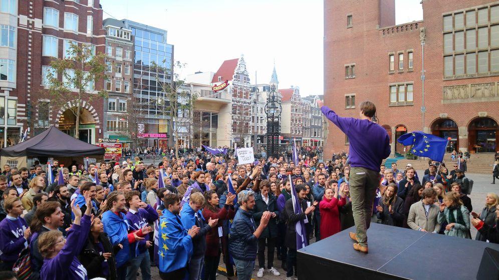 Foto: Uno de los actos fundacionales del partido, en Ámsterdam.