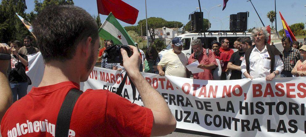 Foto: Una de las Marchas a Rota para rechazar que la base militar continúe en la localidad gaditana. (Efe)