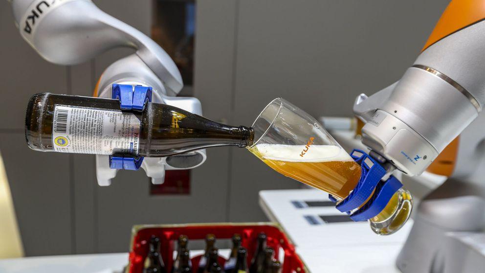 Arañas y camareros robot: tecnología punta en la feria industrial más grande del mundo