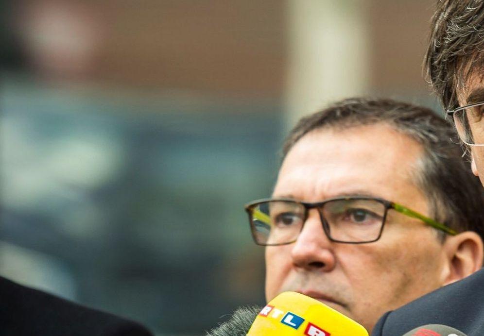 Foto: El expresidente de la Generalitat Carles Puigdemont (c) hace una declaración a la prensa a las puertas de la prisión de Neumünster, Alemania. (EFE)