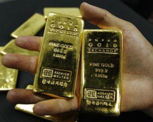 El oro, imparable hacia los 1.900 dólares