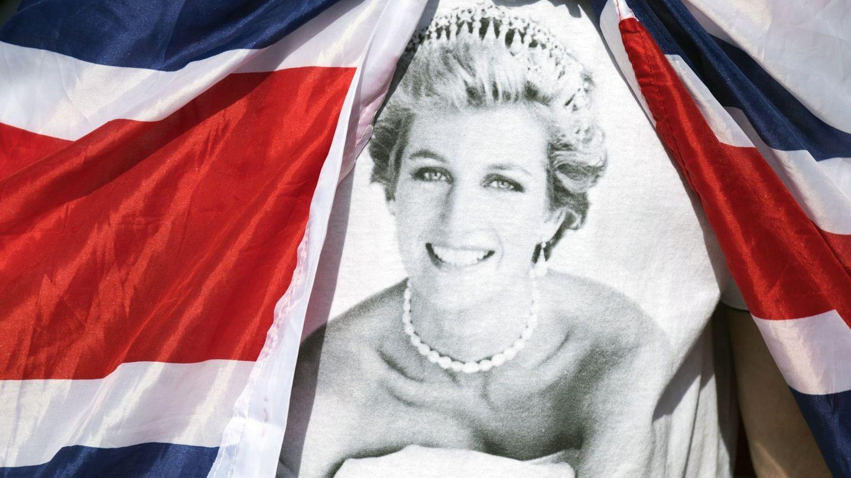 Bandera tributo a Diana de Gales. (EFE)