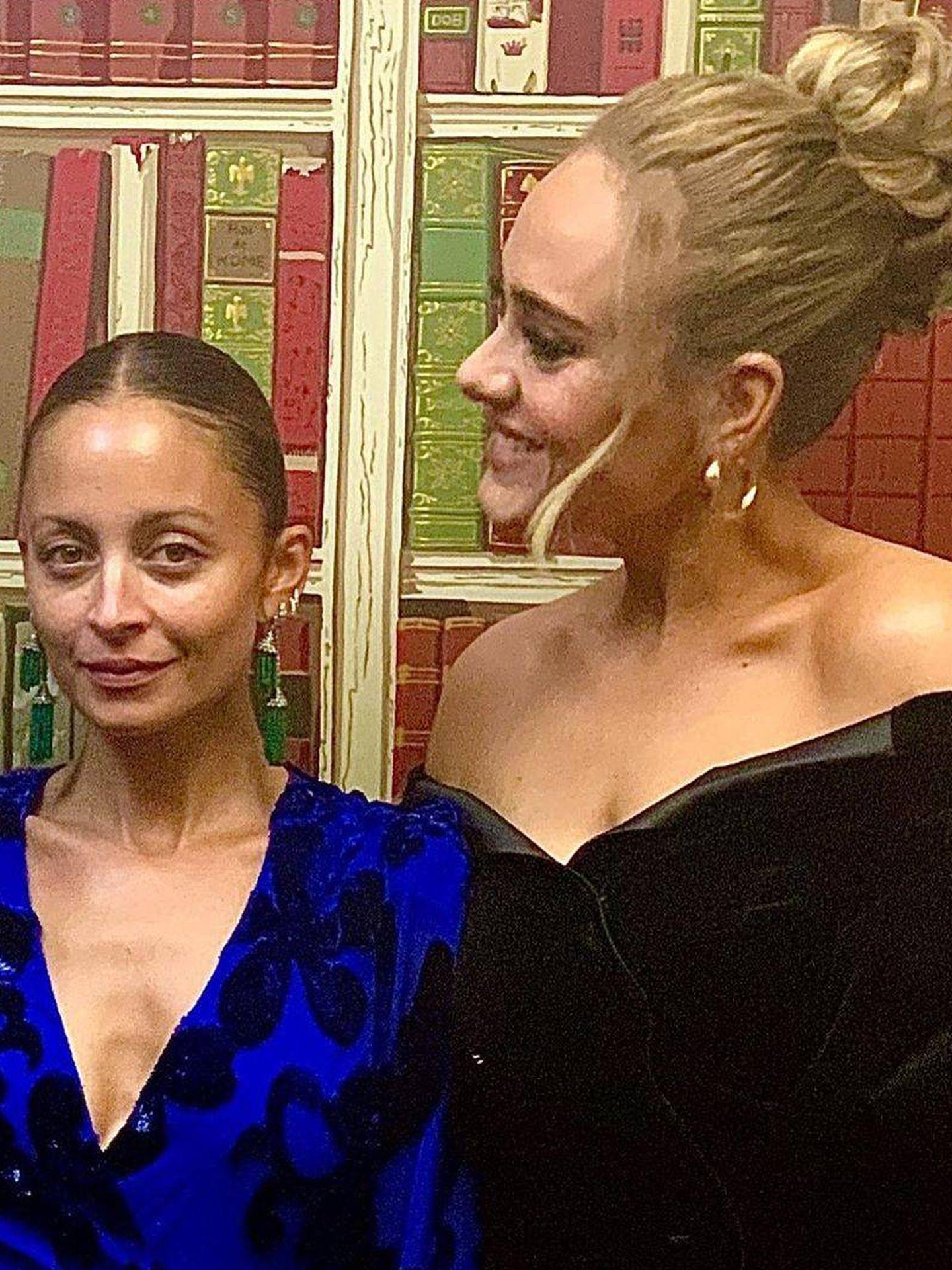 Adele, junto a Nicole Richie. (Instagram @adele)
