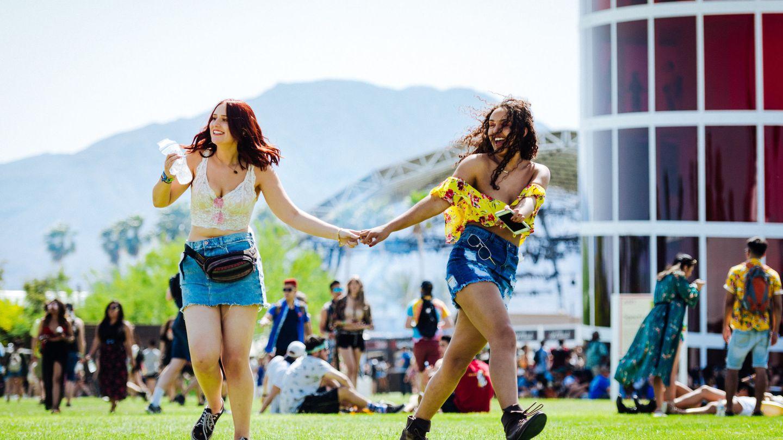 Dos chicas jovenes en Coachella 2018. (EFE)