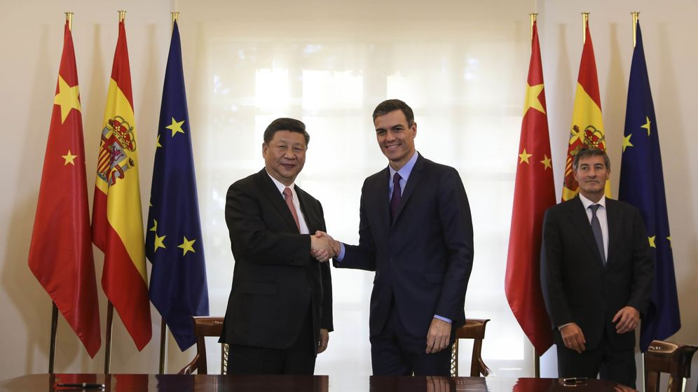 Foto: El presidente de China, Xi Jinping, junto a Pedro Sánchez, en una visita a Moncloa. (Reuters)