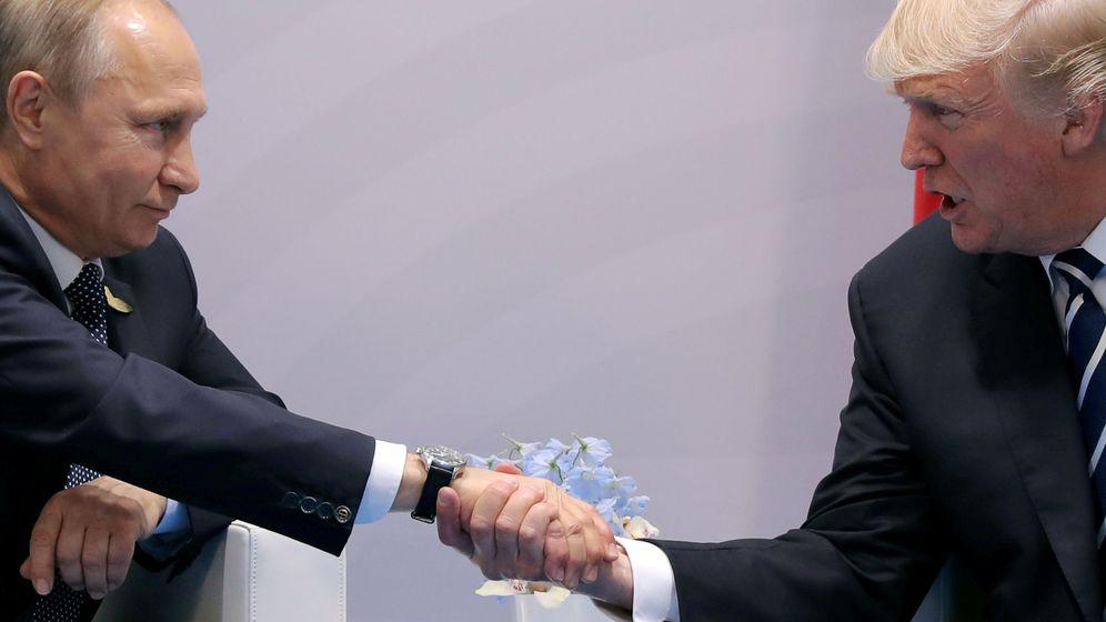 Foto: Donald Trump y Vladimir Putin durante la cumbre del G20. (Reuters)