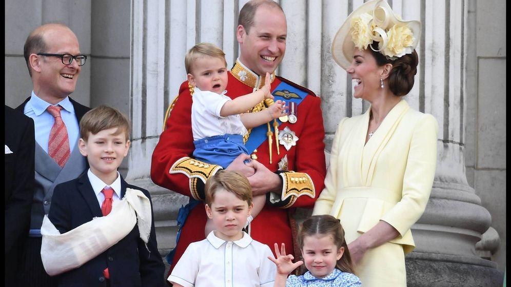 Foto: El príncipe Guillermo, Kate Middleton y su hijo Louis. (Cordon Press)