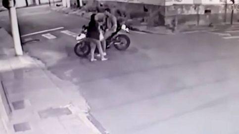 Iban a robar una moto y eligieron la de un policía: acabó muy mal
