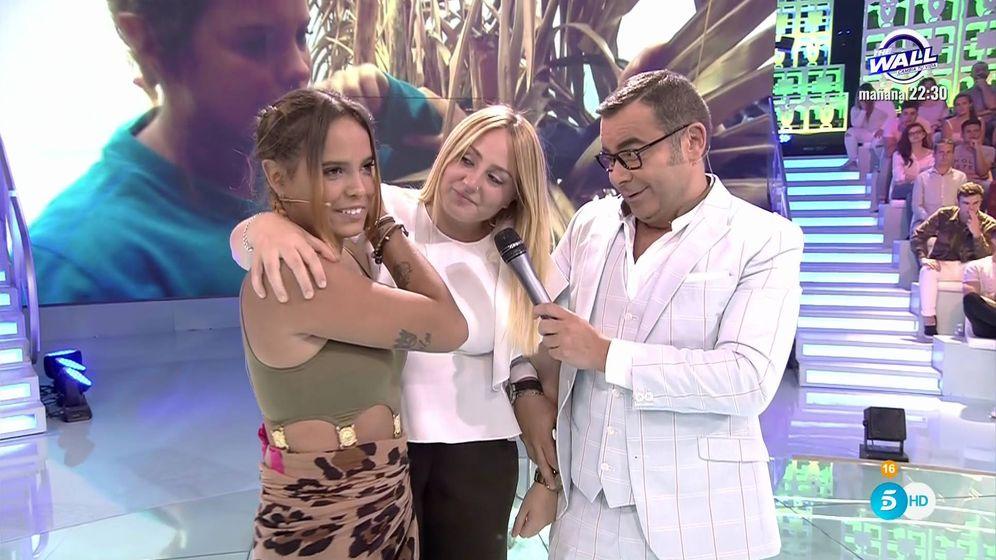 Foto: Rocío Flores junto a Jorge Javier y Gloria Camila en 'Supervivientes 2017'. (Mediaset España)